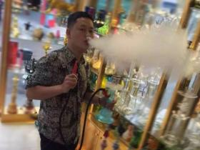 酒吧里的水烟怎么抽烟才多