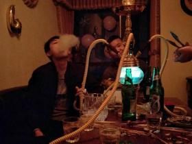 酒吧的水烟要自己加吗