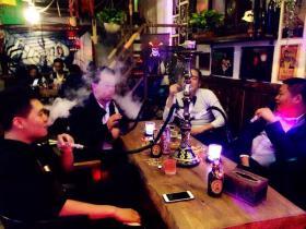酒吧水烟推销员