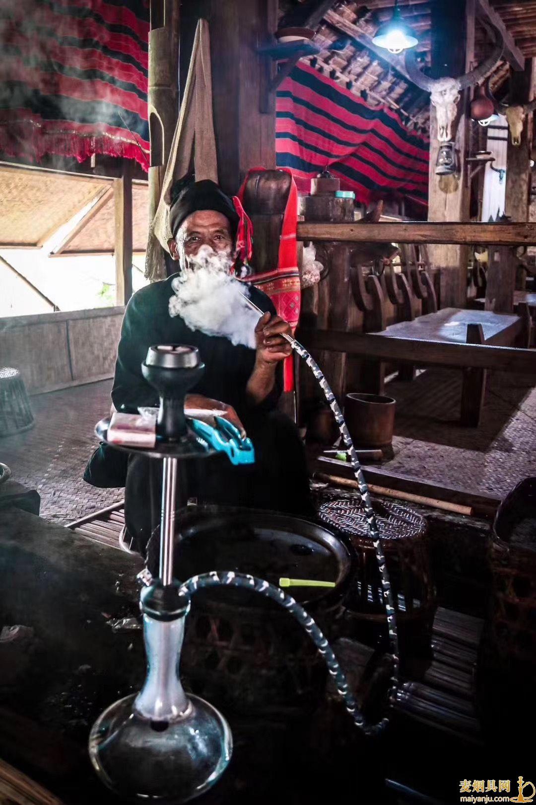 抽阿拉伯水烟正确的吞吐方法