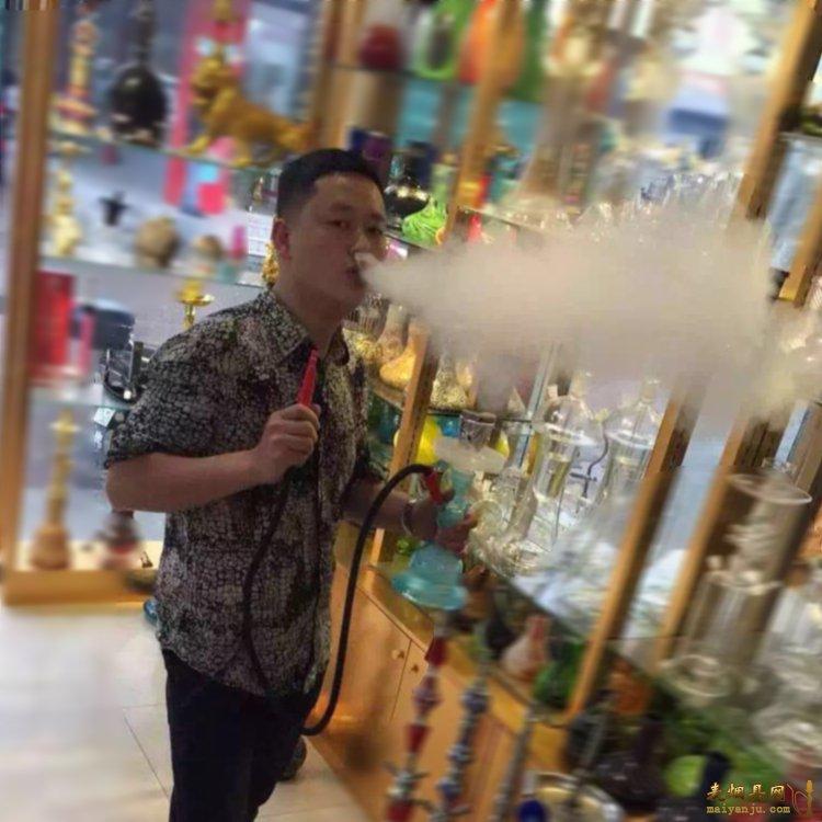 酒吧水烟烟多