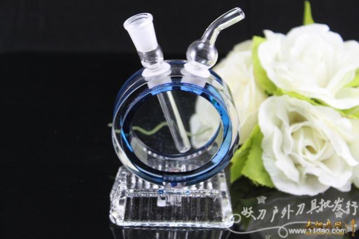 因为水晶水烟壶比玻璃水烟壶更加经久耐用,结构更加牢固耐用,水晶密度